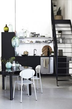 Kitchen - Scandinavian, minimalist by House Doctor - Best Interior Design Ideas House Doctor, Black Kitchens, Home Kitchens, Kitchen Black, Küchen Design, House Design, Design Ideas, Modern Design, Nordic Kitchen