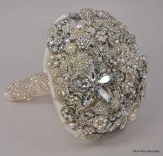 Bling Bling Brooch Bouquet #wedding #bouquet