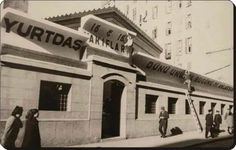 1939 Ağa Camii İstiklal Caddesi, sag tarafinda gorulen 3 uncu cam anneannemin apartmani idi!