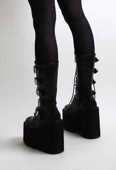 black shoes platform shoes/ I need boots like this Estilo Indie, Estilo Rock, Dream Shoes, Cute Shoes, Me Too Shoes, Goth Boots, Gothic Shoes, Gothic Clothing, Gothic Fashion