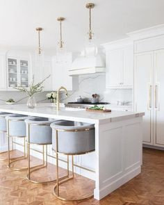 Large open kitchens with lots of seating at island are desirable gathering places for families Kitchen Room Design, Modern Kitchen Design, Home Decor Kitchen, Interior Design Kitchen, New Kitchen, Home Kitchens, Kitchen Ideas, Kitchen Island, Stylish Kitchen