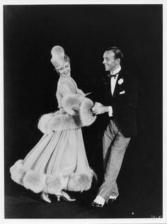 """Ginger Rogers and Fred Astaire in The Story of Vernon & Irene Castle. """" Ginger rogers does every thing Fred Astaire does only back wards"""" Old Hollywood Glamour, Golden Age Of Hollywood, Vintage Glamour, Vintage Hollywood, Hollywood Stars, Classic Hollywood, Hollywood Couples, Ginger Rogers, Fred Astaire"""