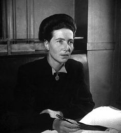 Simone de Beauvoir [Lesbian] -A French existentialist philosopher, public intellectual, political activist, feminist theorist and social theorist. Charlotte Bronte, Louisa May Alcott, Psychological Thriller Movies, Vintage Lesbian, France Culture, Invisible Woman, Divas, Writers And Poets, Portraits