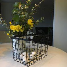 Pääsiäispuuhia  #easter #pääsiäinen #flowers #instaflower #kukkia #kukkakimppu #narsissi #narcissus #eucalyptus #myhome #instahome #homedecor