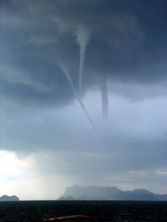 Tornado waterspout