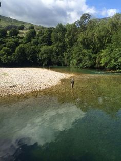 """Buscando #reos en el río #Cares en Asturias"".Sea run on the river Cares-Asturias"