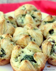 YUMMY Spinach Cheese Puffs recipe on { lilluna.com }