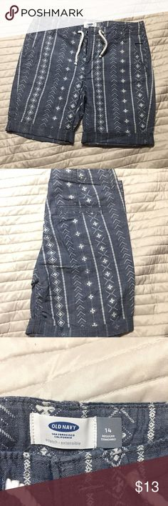 Girls Old Navy Bermuda shorts Cute printed Bermuda shorts from Old Navy. Note- this is a girls size 14, not women's. never been worn- perfect condition. Old Navy Bottoms Shorts