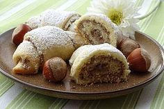 Cream pastry with walnut filling by Brigitteb Easy Cake Recipes, Sweet Recipes, Baking Recipes, Dessert Recipes, Desserts, Brigitte B, Homemade Pastries, Austrian Recipes, French Pastries