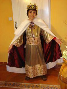 Cómo hacer, paso a paso, un disfraz de Rey Mago para un niño en solo unas horas.: Nuestro Rey Mago ya tiene traje para ir a ver al niño Jesús