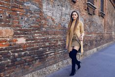 beige outfit with boots