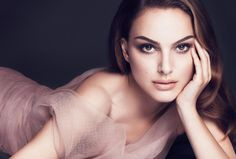 senior girl photography posing ideas #photography {Natalie Portman}