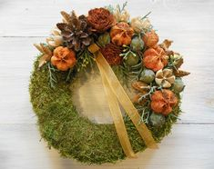 Kis mohakoszorú narancs színű díszítéssel Funeral Flowers, Grapevine Wreath, Grape Vines, Wreaths, Fall, Christmas, Home Decor, Crowns, Flowers