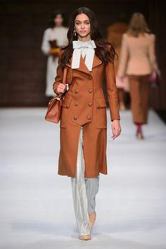 Elisabetta Franchi Milano - Spring Summer 2018 Ready-To-Wear - Shows - Vogue. Fashion 2018, Fashion Week, High Fashion, Fashion Show, Fashion Looks, Fashion Trends, Fashion Design, Skinny Fashion, Couture Fashion