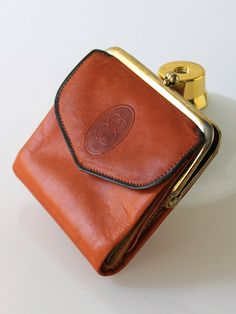 1960s Buxton Tan Leather Wallet // 60s Vintage door COCOVINTAGES, $15,00
