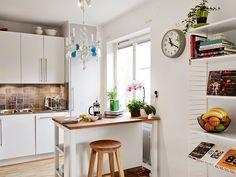 small kitchen, tiny island
