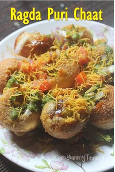 A finger licking and lip smacking chat item which has crunchy puris, ragda, chutneys and other yummy stuffs. Perfect for light snack. Puri Recipes, Veg Recipes, Indian Food Recipes, Cooking Recipes, Sweet Recipes, Canapes Recipes, Pakora Recipes, Gujarati Recipes, Snacks Recipes