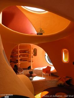 Art,fashion,design,technology etc from the atomic space age Maison Earthship, Earthship Home, Organic Architecture, Interior Architecture, Interior And Exterior, Futurism Architecture, Retro Interior Design, Futuristic Interior, Dome House