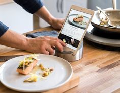 The smart fry pan and the burner have embedded sensors to automatically adjust the cooking temperature.