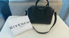 Ready Givenchy antigona small grained leather. Color black/shw. Rp.21.000.000