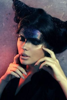 Avant garde hair and make-up: Couture Collection Make Up Looks, Dark Photography, Fashion Photography, Beauty Photography, Photography Ideas, Alien Make-up, Makeup Art, Hair Makeup, Makeup Ideas