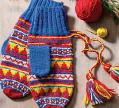 Ravelry: LauraRicketts' Karesuando Mittens Mittens Pattern, Knit Mittens, Knitted Gloves, Knitting Charts, Knitting Patterns, Fair Isle Knitting, Color Shapes, Warm Outfits, Yarn Crafts