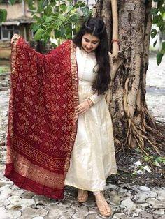 super ideas for dress indian lehenga Bandhani Dress, Kalamkari Dresses, Sari Dress, Indian Gowns Dresses, Pakistani Dresses, Indian Wedding Outfits, Indian Outfits, Vitrine Design, Indian Designer Suits