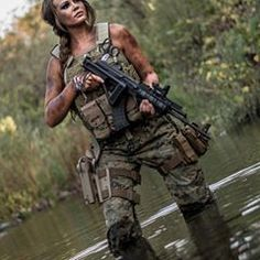 Девушки и оружие Girls and guns ♠️♠️♠️ Fortuna Lady Special force foxy fox The beauty and dangerous ♠️♠️♠️ repost from Mädchen In Uniform, Survival, Female Soldier, Army Soldier, Military Girl, Military Outfits, Military Women, Military Female, Warrior Girl