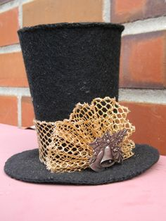 Mini Top Hat Tree Topper for a Small Tree pattern included