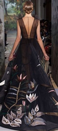 Valentino /lnemnyi/lilllyy66/ Find more inspiration here: http://weheartit.com/nemenyilili/collections/22262382-like-a-lady Mais