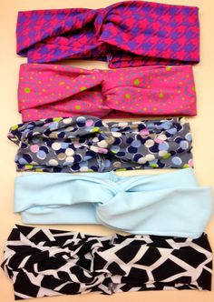 Crafts to Make and Sell - DIY Twist Headband - Cool and Cheap Craft Projects and DIY Ideas for Teens and Adults to Make and Sell - Fun, Cool and Creative Ways for Teenagers to Make Money Selling Stuff (Cool Crafts To Sell) Sewing Hacks, Sewing Tutorials, Sewing Patterns, Sewing Tips, Sewing Ideas, Beginner Sewing Projects, Sewing For Beginners, Twist Headband, Diy Headband