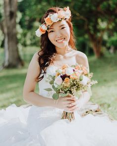 With everyone obsessing over the #flowercrown snapchat filter its no surprise that these make great accessories for a bride too. Having a matching flower crown and a hand bouquet will bring about consistency to your entire wedding look. This will make also make it easier to coordinate and you will have one less thing to worry about! - Thinking of how to accessorise your overall wedding look? See our floral crown pictorial guide for some inspiration. Link in bio…