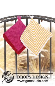 """DROPS Extra 0-829 - Knitted DROPS pot holders with domino pattern in """"Ice"""". - Free pattern by DROPS Design"""