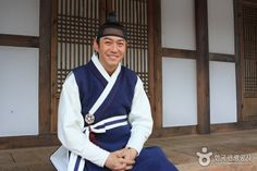 jungwon(Hangul:제중원;hanja:濟眾院) is a 2010 South Koreanperiodmedical dramatelevision series about the establishment ofJejungwonin 1885, the first modern Western hospital in theJoseon Dynasty. StarringPark Yong-woo,Han Hye-jinandYeon Jung-hoon, it aired onSBS for 36 episodes.Chejungwonwas founded inSeoulin 1885, and is known as the first Western medical institution inKorea. Hwang Jung was born to a family of butchers considered the lowest social rank in Joseon. Later he…