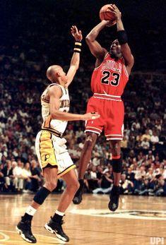 Basketball Shirts, Basketball Legends, Love And Basketball, Sports Basketball, Basketball Players, Chicago Bulls, Jordan 23, Air Jordan, Michael Jordan Art