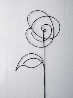 Mural Floral, Floral Wall, Wire Crafts, Diy And Crafts, Arts And Crafts, Yarn Flowers, Paper Flowers Diy, Sculptures Sur Fil, Wire Art Sculpture
