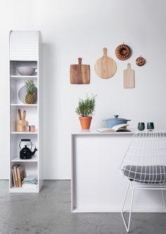 Witte keuken met hou