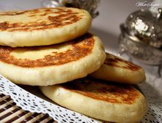 Recep voor heerlijke zachte Marokkaanse Batbot brood Moroccan Bread, Morrocan Food, Savoury Baking, Bread Baking, I Love Food, Good Food, Yummy Food, Egyptian Food, Ramadan Recipes