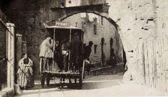 Omnibus sotto l' antico arco dei Pantani. Anno: Fine 800