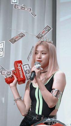 Kpop Girl Groups, Korean Girl Groups, Kpop Girls, Chuncheon, Get Skinny Legs, Famous Women, New Girl, K Idols, South Korean Girls