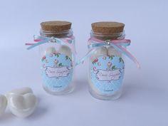 Lindo potinho de vidro com tampa de rolha contendo 4 sabonetinhos na fragrância rosas.   Medidas do pote: Altura : 9 cm largura: 4,5   Desconto para pagamento  à vista por depósito. _________________ Maiores informações: atendimento@docesuspiro.com R$12,95
