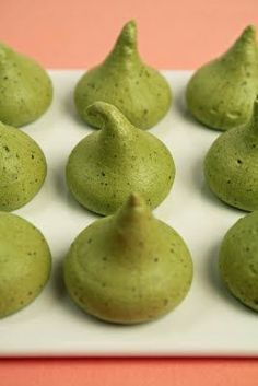 Green Tea Meringue! 2 ounces powdered sugar 2 tablespoons matcha tea 2 ounces egg whites, at room temperature 2 ounces sugar