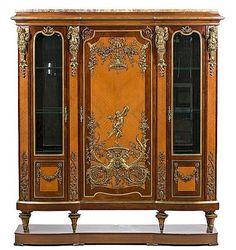 <b>A Louis XVI style display cabinet in mahogany and cedar with gold-plated bronze decorations, from the first quarter of the 20th Century</b> <br  /> Rose marble top and base <br  /> 177x158x48 cm total <br  />  <br  />  <br  /> <b>Vitrina estilo Luis XVI en caoba y cedro con aplicaciones en bronce dorado, del primer cuarto del siglo XX</b> <br  /> Sobre en mármol rosa y base  <br  /> 177x158x48 cm total <br  />  <br  />  <br  />