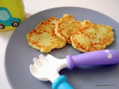 Recipe of cauliflower patties for babies from 12 months and to make children eat vegetables. Healthy Foods To Eat, Healthy Smoothies, Healthy Snacks, Toddler Meals, Kids Meals, Toddler Food, Cauliflower Patties, Baby Pancakes, Baby Cooking