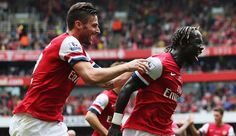 Olivier Giroud races to catch Bacary Sagna after Arsenal's third goal