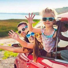 La radiación solar es cada vez más peligrosa y los niños deberían llevar gafas de sol a partir de los 12 meses. Infórmate de la opción más adecuada para los más peques.  #optica  #gafas #gafasdesol #sunglasses #gafasdeniños #vacaciones #beach #playa #verano #summer #gafasmolonas #optica #eyewear #eyes #accesories