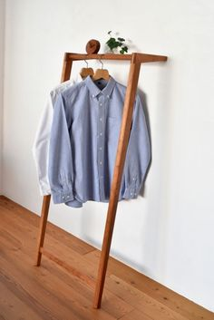 At Home nice hanger rack, Shrubs - the Way I Like It! Small Closet Space, Small Closets, Smart Furniture, Furniture Design, Clothes Hanger Rack, Coat Stands, Wardrobe Closet, Diy Wood Projects, Wood Design