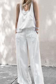 45 Astonishing White Pants Ideas For Ladies - Office Outfits Linen Pants Outfit, White Pants Outfit, All White Outfit, White Outfits For Women, White Women, Fashion Moda, Fashion Pants, Look Fashion, Fashion Outfits