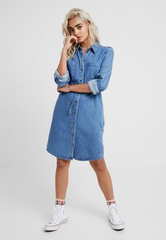 e29e160893c5 ONLY Petite ONLMELVIN DRESS - Dongerikjole - light blue denim - Zalando.no