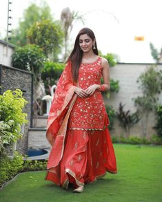 Maya Ali Eid Outfits 2019 were absolutely stunning. We are already impressed by each and every outfit Maya Ali wore for the promotions of Parey Hut Love. Party Wear Indian Dresses, Designer Party Wear Dresses, Indian Gowns Dresses, Shadi Dresses, Dress Indian Style, Indian Wedding Outfits, Indian Outfits, Kalamkari Dresses, Sharara Designs